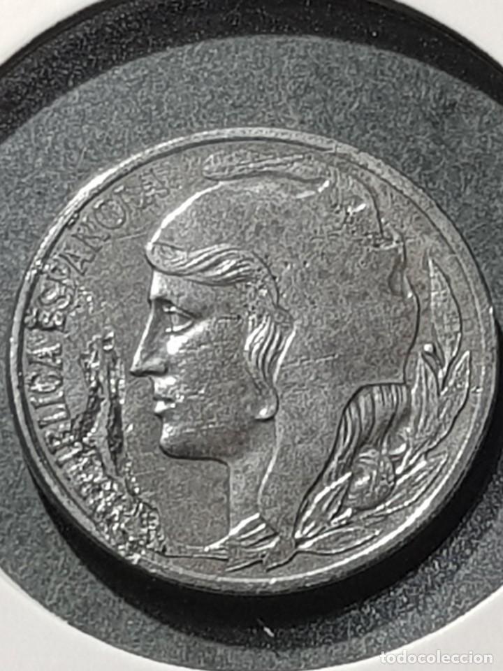 5 CÉNTIMOS 1937 II REPÚBLICA VARIANTE CABEZA PEQUEÑA CUÑO PARTIDO ANVERSO HIERRO SC- (Numismática - España Modernas y Contemporáneas - Variedades y Errores)