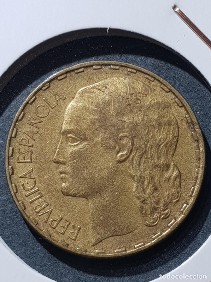 1 PESETA 1937 II REPÚBLICA CUÑO PARTIDO (Numismática - España Modernas y Contemporáneas - Variedades y Errores)
