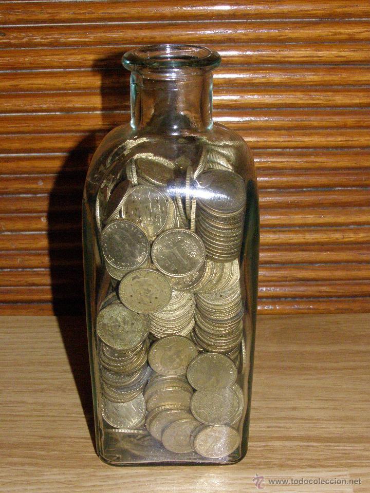 Monedas de España: 2 kilos de pesetas rubias en botella-hucha - Foto 2 - 219917505