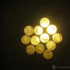 Monedas de España: COLECCIÓN DE 12 UNIDADES DE MEDALLAS-MONEDA DORADAS. 1 CM DIÁMETRO. Lote 46225715