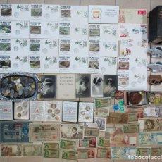 Monedas de España: CAJA CON SOBRES DE PRIMER DIA, POSTALES, MONEDAS, BILLETES, MEDALLAS, LIBROS, ETC..... LOTE 0017. Lote 101088423