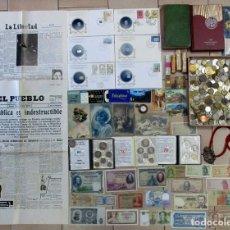 Monedas de España: CAJA CON MONEDAS, BILLETES, POSTALES, CARTERAS DE LA F.N.M.T., LIBROS, CATALOGO, MEDALLAS. LOTE 0038. Lote 108806423
