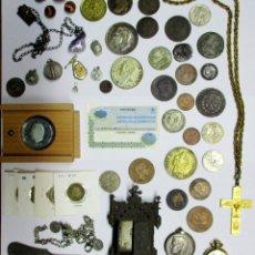 Monedas de España: CAJA METÁLICA CON MONEDAS ANTIGUAS DE ESPAÑA Y EXTRANJERAS, MEDALLAS, CRUCIFIJO, RELOJ ETC LOTE-0042. Lote 109287859