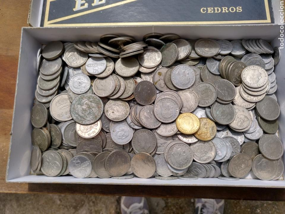 2- CAJA CON MONEDAS. A CLASIFICAR. CASI DOS KILOS. (Numismática - España Modernas y Contemporáneas - Colecciones y Lotes de conjunto)