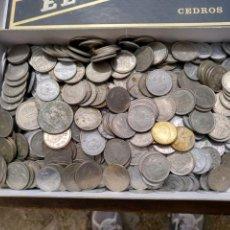Monedas de España: 2- CAJA CON MONEDAS. A CLASIFICAR. CASI DOS KILOS.. Lote 121349383