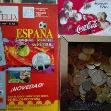 Monedas de España: CAJA CON CIENTOS DE MONEDAS ESPAÑOLAS Y EXTRANJERAS TARJETAS Y ENTERO POSTALES REVISTAS DE FILATELIA. Lote 130815039