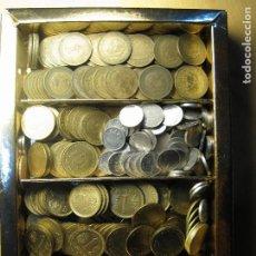Monedas de España: PESETAS DE FRANCO Y DEL REY EN CAJA APROX. 320 M. REGALO DE 2 M. DE 2.5 PTAS. PESO 1 KILO GASTOS 5€. Lote 142191510
