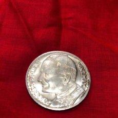 Monedas de España: MONEDA DE PLATA VISITA DE JUAN PABLO II A ESPAÑA. Lote 143816742