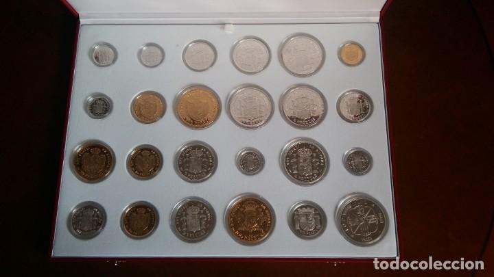 Monedas de España: LOTE DE 24 PIEZAS DE PLATA, 7 RECUBIERTAS CON ORO DE 24 QUILATES, PRESENTADA EN ESTUCHE DE PIEL - Foto 3 - 147376654