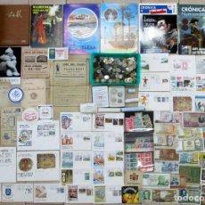 Monedas de España: CAJA MEDIANA CON MONEDAS, BILLETES S.P.D, LIBROS, LOTERIA SELLOS, POSTALES, DOCUMENTOS ETC.LOTE 0167. Lote 155811382