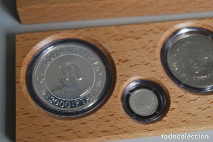 Monedas de España: CINCO MONEDAS QUINTO CENTENARIO DESCUBRIMIENTO DE AMÉRICA - CRISTOBAL COLÓN - PLATA - ESTUCHE MADERA - Foto 2 - 211759946
