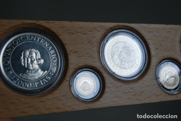 Monedas de España: CINCO MONEDAS QUINTO CENTENARIO DESCUBRIMIENTO DE AMÉRICA - CRISTOBAL COLÓN - PLATA - ESTUCHE MADERA - Foto 6 - 211759946