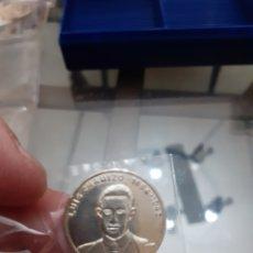Monedas de España: MONEDA MEDALLA PLATA PERSONAJES ILUSTRES EXTREMADURA LUIS CHAMIZO GUAREÑA REF31. Lote 220403726