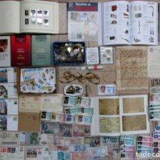 Moedas de Espanha: CAJA CON MONEDAS-BILLETES-LIBROS--DOCUMENTOS ANTIGUOS- SELLOS-CROMOS-SUBASTAS, ETC.. LOTE 0218. Lote 252587095