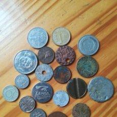 Monedas de España: SET MONEDAS Y CHAPAS DIFERENTES. Lote 260092955