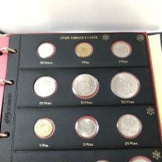 Monete di Spagna: ÁLBUM MONEDAS REY JUAN CARLOS 1º - HOJAS PARDO CON 106 PIEZAS .. Lote 260718380