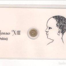 Monedas de España: TARJETA DE ALFONSO XIII CON UNA MINI REPRODUCIÓN DE 5 PESETAS DE 1890 (LLAMADO TAMBIEN DURO PELÓN). Lote 125318047