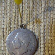Monedas de España: MONEDA DE PLATA DE LEY ALFONSO XII AÑO 1883 UNA PESETA. CON ENGARCE. Lote 141153966