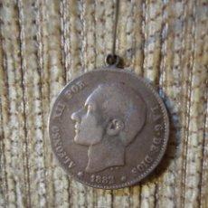 Monedas de España: MONEDA DE PLATA DE LEY ALFONSO XII AÑO 1883 UNA PESETA. CON ENGARCE. Lote 141153990