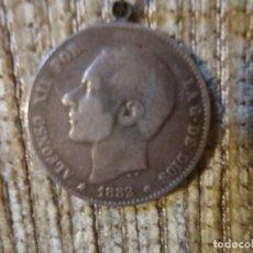 Monedas de España: MONEDA DE PLATA DE LEY ALFONSO XII AÑO 1883 UNA PESETA. CON ENGARCE. Lote 141154014