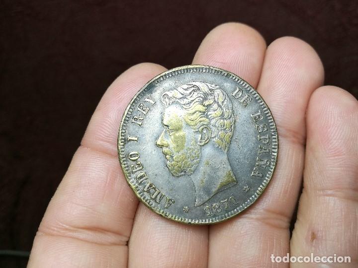 Monedas de España: INTERESANTE DURO 1871 AMADEO I DE SABOYA FALSO DE ÉPOCA CONSERVA PARTE DEL BAÑO DE PLATA - Foto 2 - 149225678