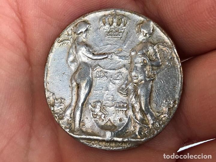 Monedas de España: Medalla o moneda de la coronacion de Alfonso XIII 1902 - original - Foto 2 - 174262697