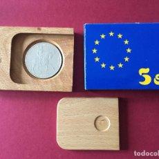 Euros: MONEDA 5 ECUS PLATA EMPERADOR AUGUSTO, 1989, CON SU CAJA DE MADERA. Lote 221541446