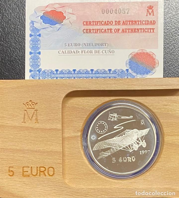 ESPAÑA, LOTE FORMADO POR DOS MONEDAS DE 1 EURO Y 5 EUROS (Numismática - España Modernas y Contemporáneas - Ecus y Euros)