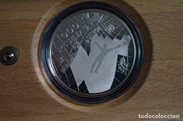 Monedas FNMT: MONEDA 1000 PTS - 1998 - PLATA PROOF - MUNDIAL 98 - CON CERTIFICADO Y ESTUCHE - Foto 2 - 73364555