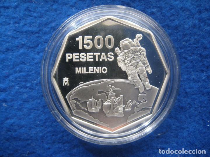 Monedas FNMT: Moneda conmemorativa de Plata. Diseño octogonal. 1.500 pesetas. Año 1999. Milenio. Cosmonauta - Foto 2 - 164885142