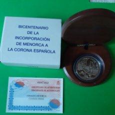 Monedas FNMT: MENORCA MONEDA 8 REALES PLATA PROOF CERTIFICADO VALOR 10 EUROS INCORPORA CORONA ESPAÑOLA 2002. Lote 198396885