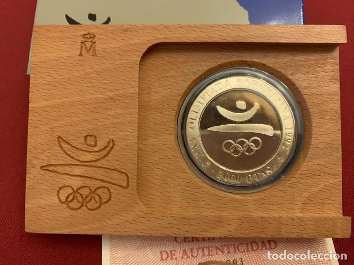 Monedas FNMT: ESTUCHE 2000 PESETAS - PLATA - OLIMPIADA BARCELONA 1992 - CERTIFICADO FNMT - Foto 2 - 228116465
