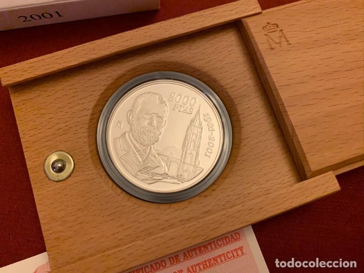 Monedas FNMT: ESTUCHE 2000 PESETAS PLATA - 2001 - CENTENARIO MUERTE LEOPOLDO ALAS CLARIN - CON CERTIFICADO - Foto 2 - 228120175