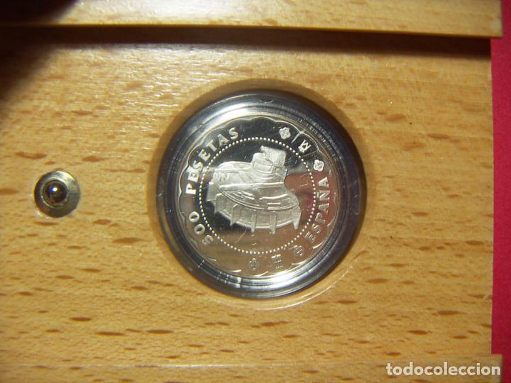 Monedas FNMT: ESTUCHE 2001 ESPAÑA 500 PESETAS 2 REALES CASA DE SEGOVIA PLATA RUEDA HIDRÁULICA CON CERTIFICADO - Foto 4 - 246307440