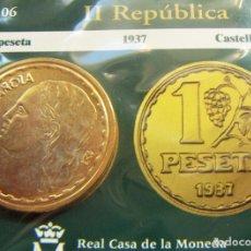 Monedas FNMT: REPRODUCCION MONEDA II REPUBLICA 1 PESETA 1937 BAÑO DE ORO EN ENVASE ORIGINAL. Lote 254114080