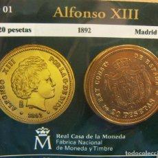 Monedas FNMT: REPRODUCCION MONEDA ALFONSO XIII 20 PESETAS 1892 MADRID BAÑO DE ORO EN ENVASE ORIGINAL. Lote 254114125