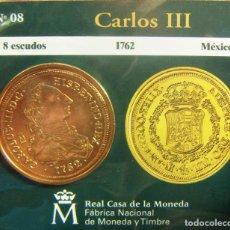 Monedas FNMT: REPRODUCCION MONEDA CARLOS III 8 ESCUDOS 1762 MEXICO BAÑO DE ORO EN ENVASE ORIGINAL. Lote 254213565