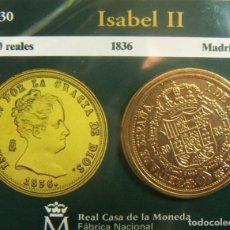 Monedas FNMT: REPRODUCCION MONEDA ISABEL II 80 REALES 1836 MADRID BAÑO DE ORO EN ENVASE ORIGINAL. Lote 254214350