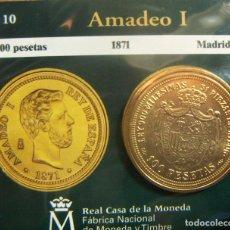 Monedas FNMT: REPRODUCCION MONEDA AMADEO I 100 PESETAS 1871 MADRID BAÑO DE ORO EN ENVASE ORIGINAL. Lote 254215380