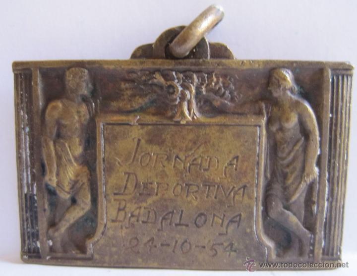 MEDALLA. JORNADA DEPORTIVA BADALONA. 24-10-54. 2,50 X 4 CM (Numismática - España Modernas y Contemporáneas - Estado Español)