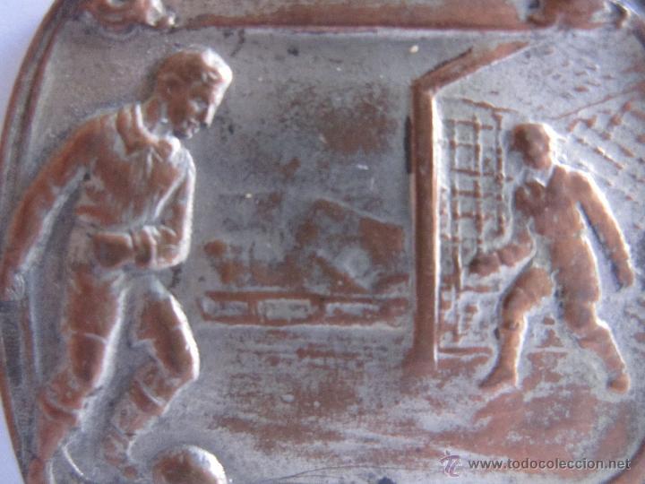 Monedas Franco: MEDALLA DE FUTBOL. INSCRIPCIÓN: donatiu regidor P. Salbat (?). 3 x 3,50 cm - Foto 2 - 54848506