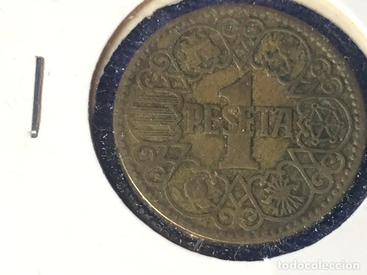 Monedas Franco: Moneda una peseta Franco 1944 la del Uno, buen estado conservada en funda - Foto 2 - 97666539