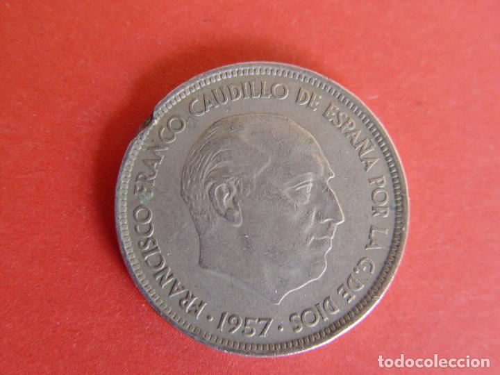 Monedas Franco: Lote 2 MONEDAS: 50 pesetas (1957: *60 y *71) Franco ¡Coleccionista! ¡Originales! - Foto 3 - 107207311