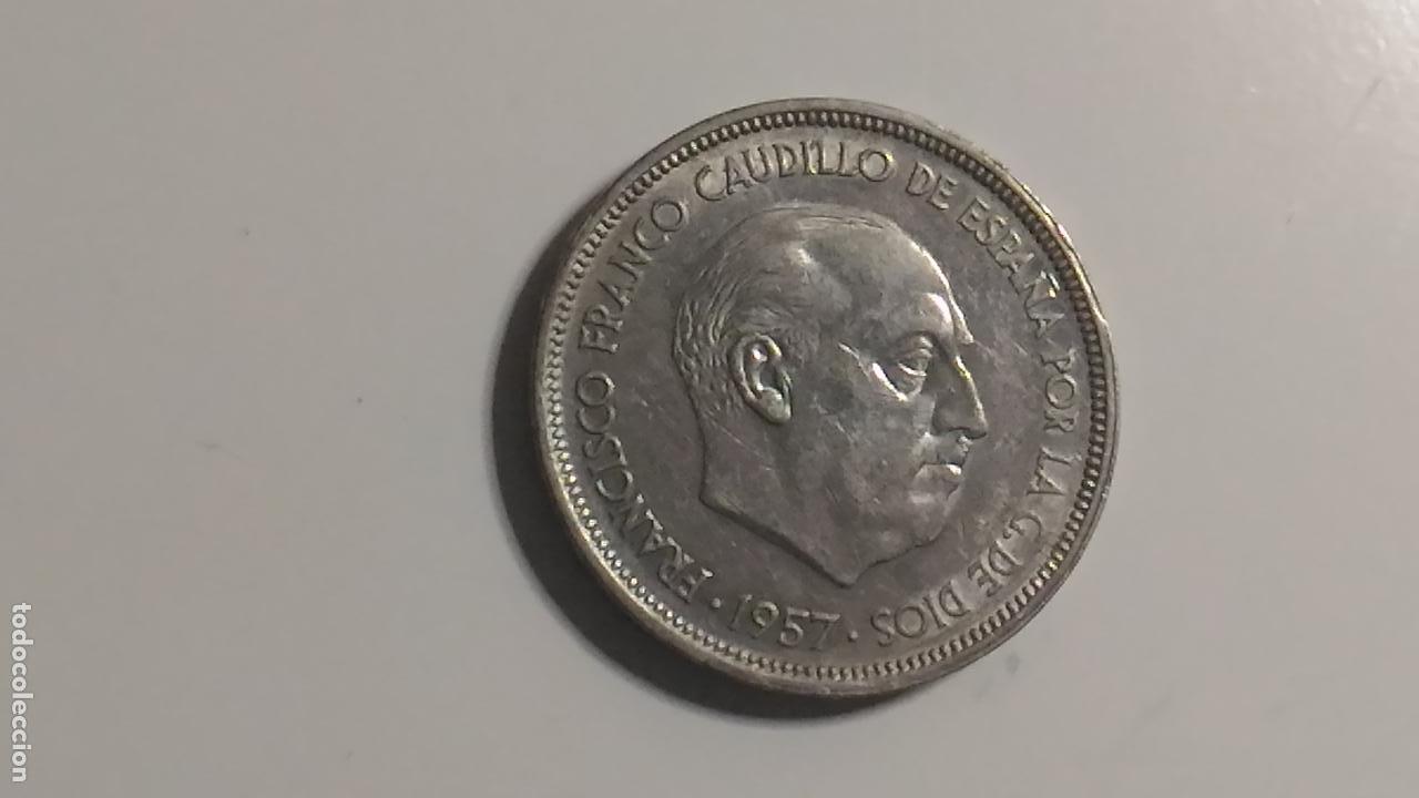Monedas Franco: MONEDA DE 50 PESETAS DEL AÑO 1957. ESTRELLA 58. - Foto 2 - 130250582