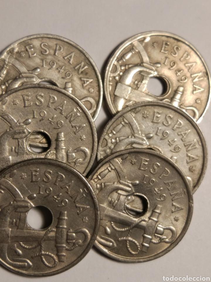 Monedas Franco: Todas las monedas de 50 céntimos de 1949, estrellas visibles, dos con agujeros desplazados - Foto 5 - 142832217