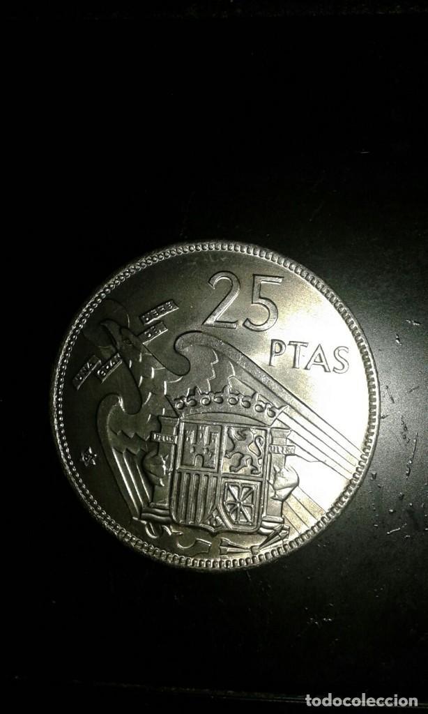 MONEDA DE 25 PESETAS DE 1957 ESTRELLA * 68. FRANCISCO FRANCO SIN CIRCULAR, SACADA DE CARTUCHO. (Numismática - España Modernas y Contemporáneas - Estado Español)