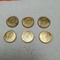 Monedas Franco: LOTE DE 6 MONEDAS DE 5 PESETAS JUAN CARLOS I AÑO 2001 . Lote 153840214