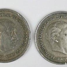Monedas Franco: 2 MONEDAS DE 25 PESETAS. FRANCISCO FRANCO. ESPAÑA 1957. ESTRELLA 67 Y 69. Lote 161349162