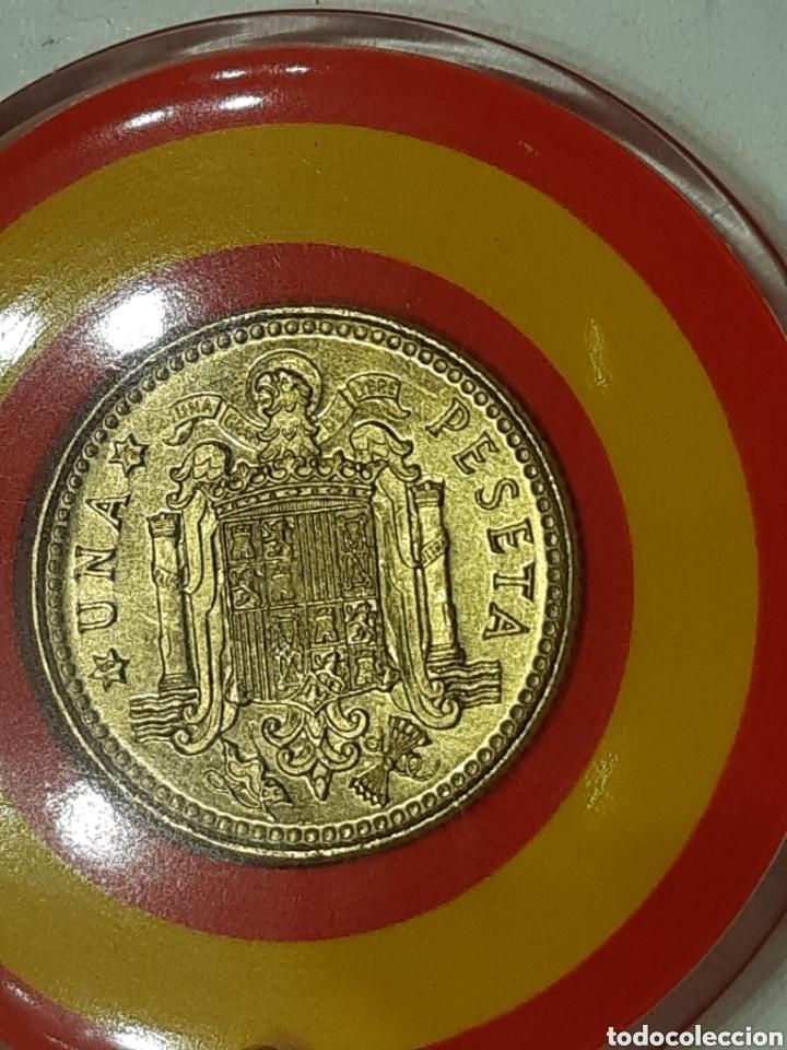 Monedas Franco: LLAVERO - PESETA FRANCO 1966 *75 - BANDERA ESPAÑA - Foto 3 - 201326056