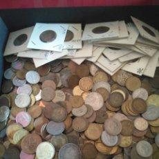 Monedas Franco: LOTE DE 830 MONEDAS ANTIGUAS, MAYORÍA ESPAÑOLAS ÉPOCA FRANCO, PESA 3,2 KILOS. Lote 210197795
